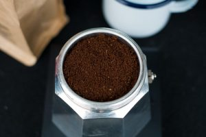 Ajoutez le café moulu